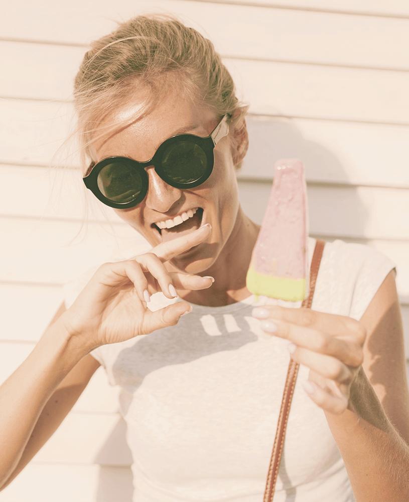 Resilienz-Diät - Frau mit Eiscreme - Unbeschwert genießen